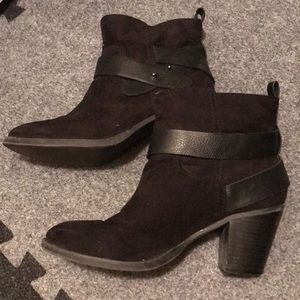Old navy black suede boots booties strappy size 8